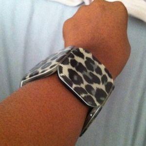 Jewelry - Leopard Bangle