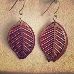 Leaf design brown wood and gold earrings