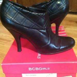 Size 7 1/2 BCBG ankle boots