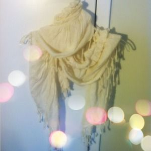 Accessories - White ruffled scarf
