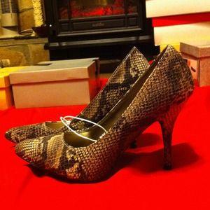 Brown Snake skin heels!NWT Sz8 w/cushioned insoles