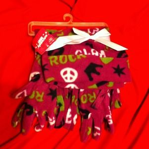 NWT Girls matching scarf, hat & gloves set SZ 7-14