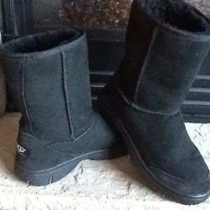 UGG Boots - AUTHENTIC UGG BOOTS *Like New*🌻