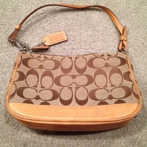 REDUCED. Auth. Coach shoulder bag