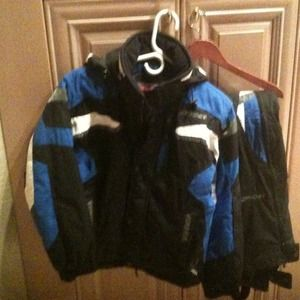 Spyder ski jacket and pants with hat .