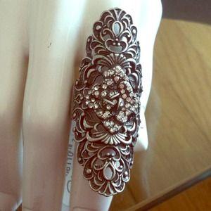 Gunmetal w rhinestones and flower design ring!