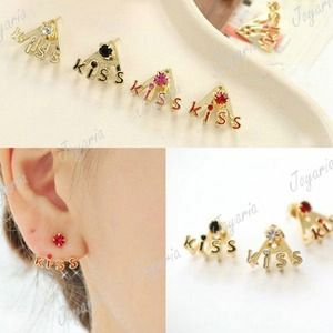 Jewelry - Floating kiss studs (clear)