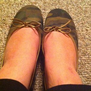 Shoes - Camo ballet flats