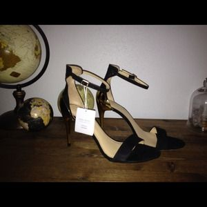 NWT Zara Black & Gold Combination Heels