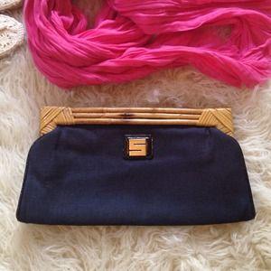 Handbags - 🍃💞 Vintage Flair .Linen canvas and Bamboo clutch