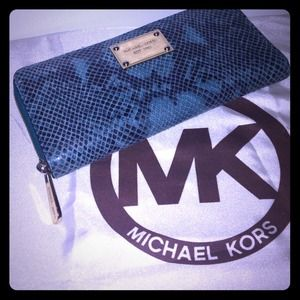Michael Kors Jet Set Zip Continental Wallet