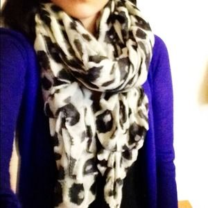 Accessories - Animal print scarf