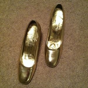 Shoes - GOLD Metallic Vintage shoes size 6.5 !!