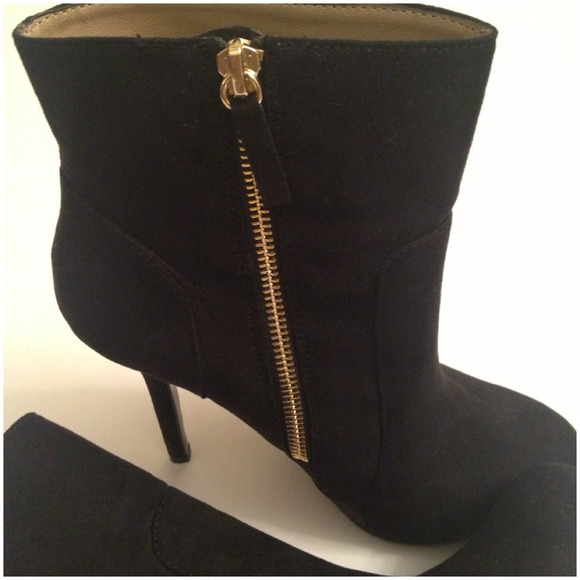 Zara Shoes - 🚩HOLDZara ankle booties with gold zipper like new 3
