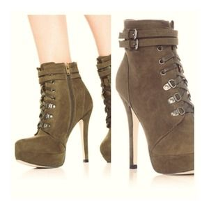 BNIB Olive lace up booties!