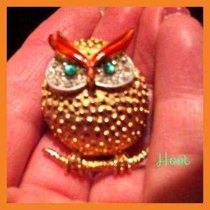Vintage J.J. Owl pendant brooch