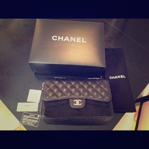 CHANEL Handbags - ⛔Sold! CHANEL jumbo w double flap &silver hardware