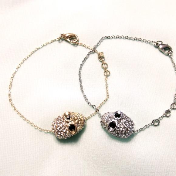 1 Rhinestone skull bracelet (gold)
