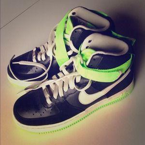 Nike Air Force 1 black + neon green high tops