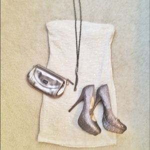Forever 21 Dresses & Skirts - Off-white w/ silver glitter strapless dress