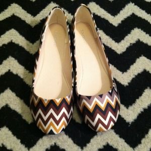 Neutral chevron flats!