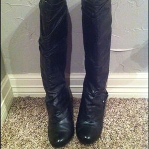 Black buckle boots size 6