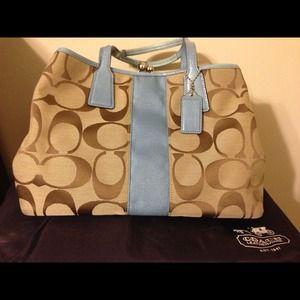 % Authentic! Coach Handbag. Reduced price!