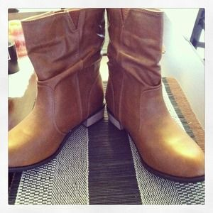 Rusty camel boots brand new