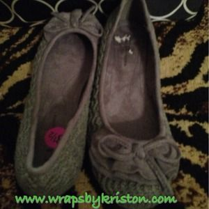 New CL by Chinese Laundry Grey Flats