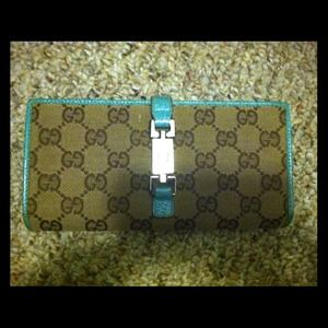  *reduced!* gucci continental wallet