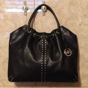 Michael Kors Handbags - 💗Reduced💗Michael Kors Large Leather Astor Tote