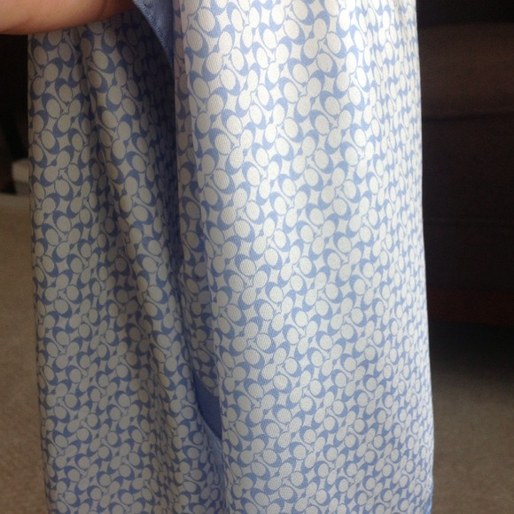 ⬇ Coach Silk Scarf White & Blue Authentic Like New