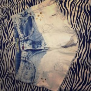 REDUCED!!! Zara distressed denim short