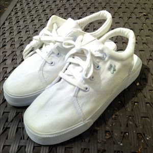 White slide-in tennis shoes