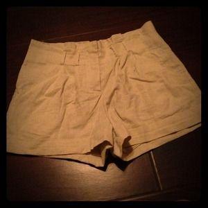 Beige cuffed shorts
