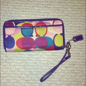 Coach Clutches & Wallets - 🌟REDUCED🌟 signature Coach wallet w wrist handle