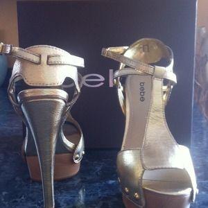 Brand NEW!!! Bebe gold meg shoe... Never been used