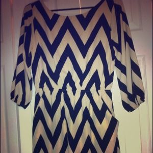 everly Dresses & Skirts - NWT Everly black and cream chevron print dress