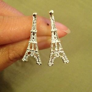 Jewelry - ⛔SOLD Silver Eiffel Tower earrings⛔