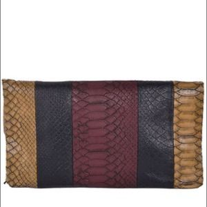 SALEVINTAGE SNAKESKIN EMBOSSED CLUTCH
