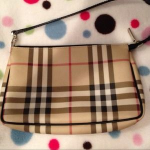 REDUCED FROM $250! Burberry Pochette. Authentic!