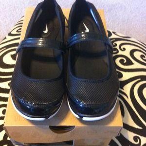 online retailer 89a30 dd3b9 Nike Shoes - New Nike Free Mary Jane II
