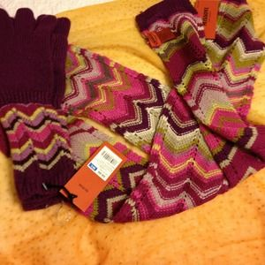 Missoni Accessories - Missoni purple gloves and scarf