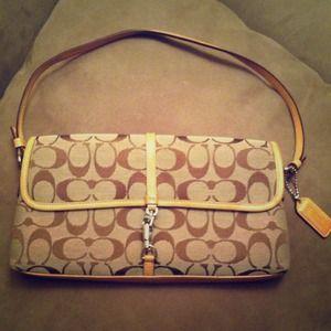 Coach Handbags - ⭐REDUCED⭐Small Coach Purse!