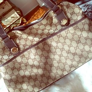More photos of the Gucci brown medium shoulder bag