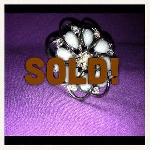 Silver flower statement ring - gorgeous!