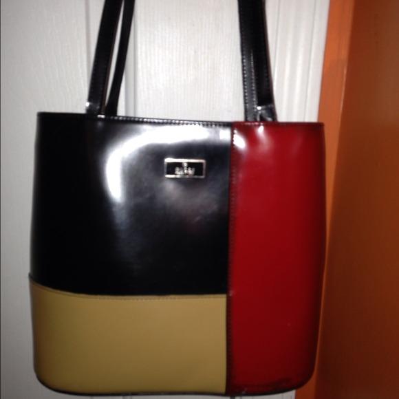 30444b3ef52 Gucci Handbags - Color block Gucci purse