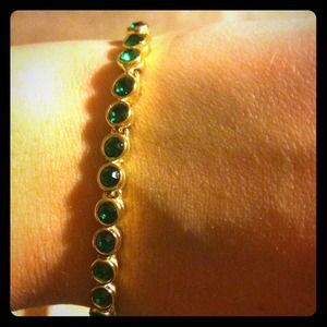 Jewelry - Green stone never gold tone tennis bracelet
