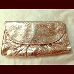 Metallic clutch.