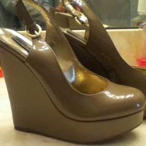 Steve Madden Shoes - ⚠⚠SOLD⚠⚠👠Steve Madden Nude wedge size 7